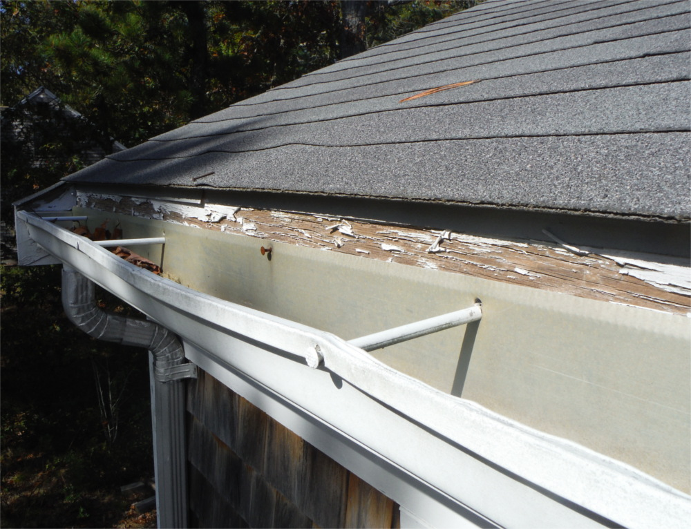 Old aluminum gutter needs repair